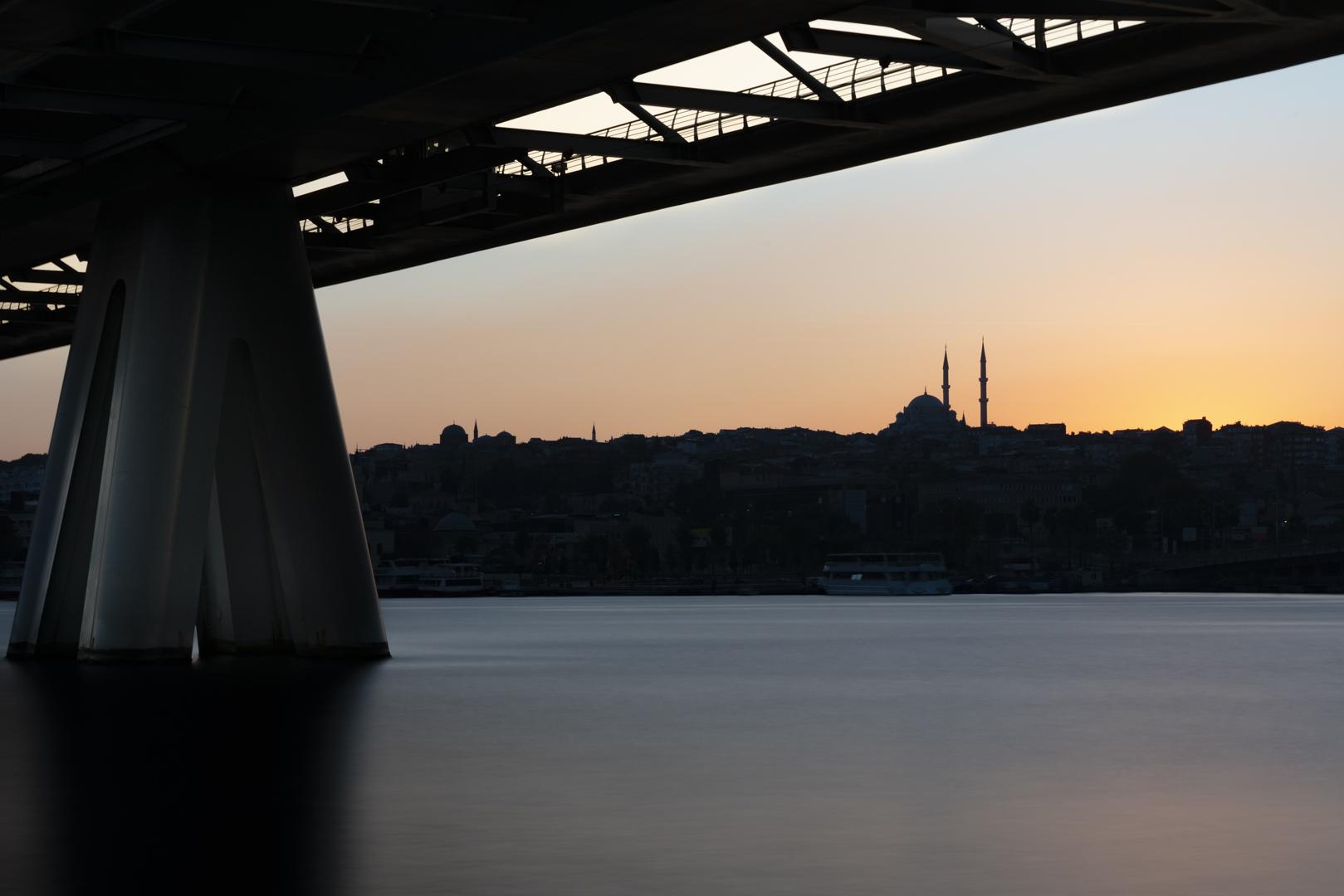 Architekturfotografie Brückenpfeiler Istanbul von Fotograf Michael Pinzolits