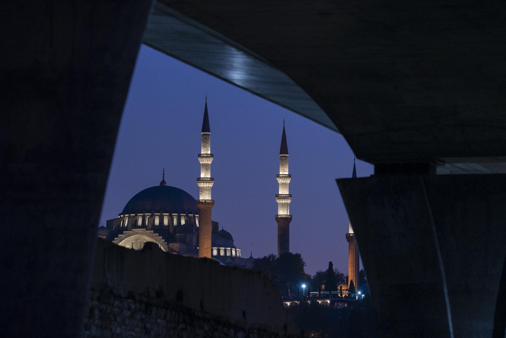 Architekturfotografie Brücke Istanbul von Fotograf Michael Pinzolits