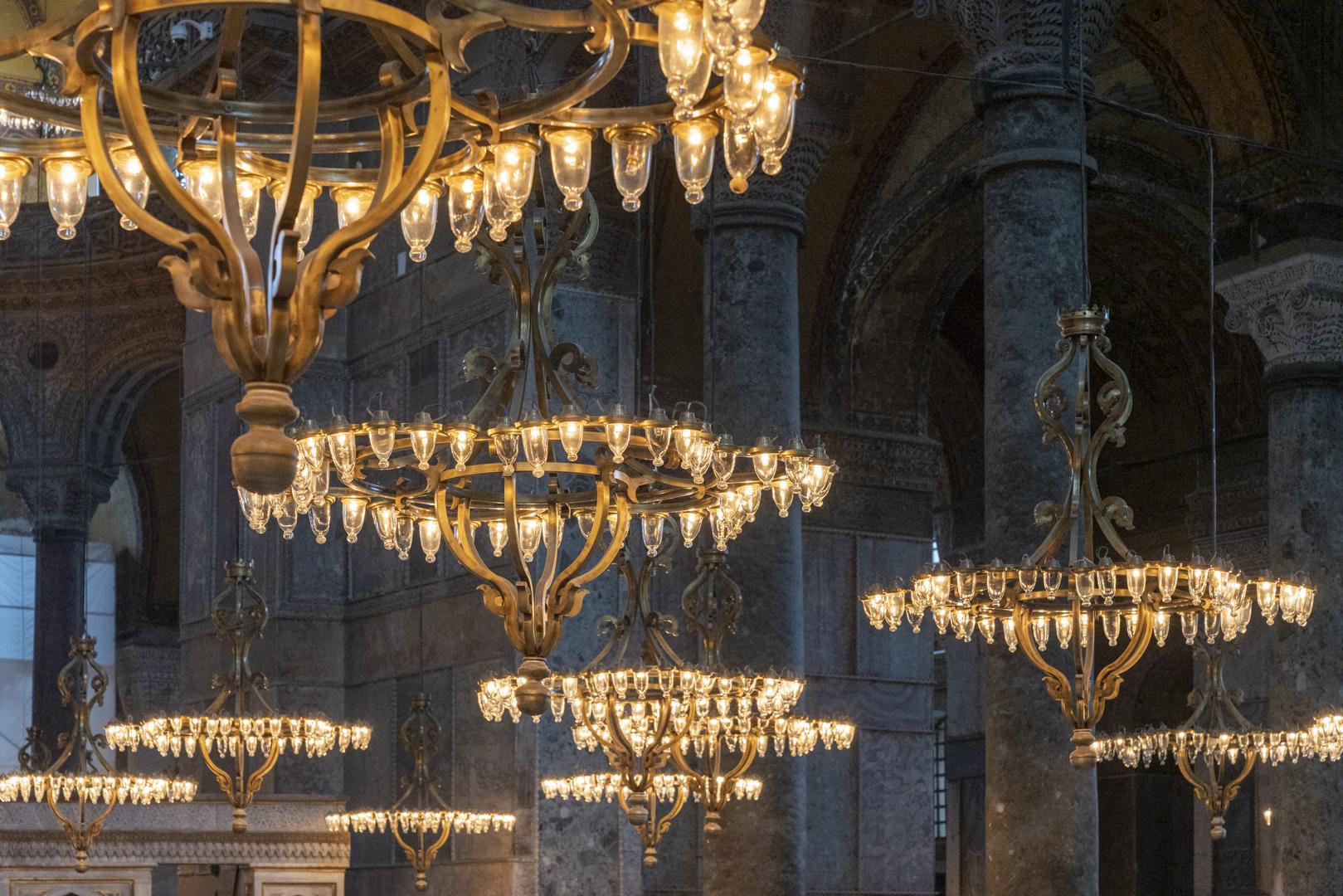 Monumente Hagia Sofia Istanbul Leuchter von Fotograf Michael Pinzolits