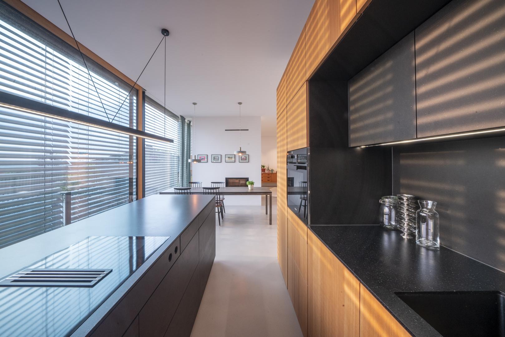Immobilienfotografie Einfamilienhaus Küche von Fotograf Michael Pinzolits